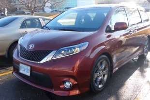 2017 Toyota Sienna - Fuel Economy Review + Fill Up Costs